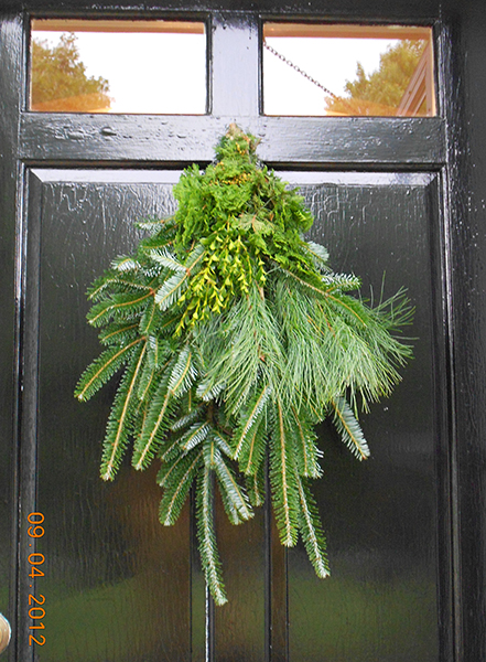 Boxwood, Fraser Fir, White Pine, Cedar Door Charm